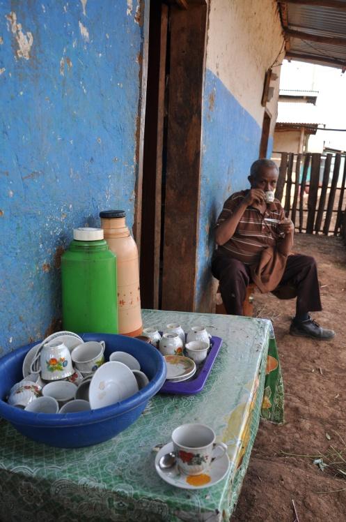 Straßencafé in Sombo, Copyright Ekkehart Schmidt-Fin