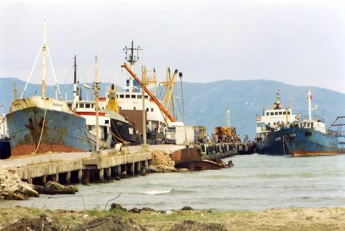 Hafenpier in Vlora (c) Ekkehart Schmidt
