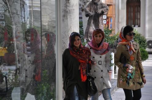 Iranerinnen in Jeans ©  Ekkehart Schmidt