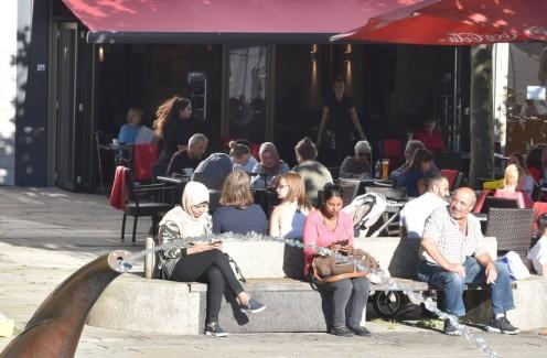 Olo Oguibe und das Waffel Café_Kassel © Ekkehart Schmidt