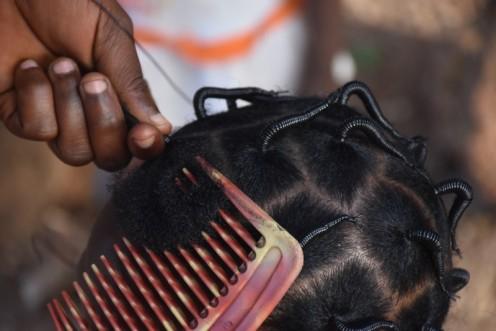 Friseurin in Ouagadougou ⓒ Ekkehart Schmidt